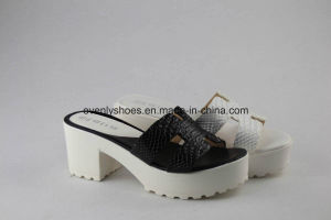 Open Toe Women Fahison Sandal with Patterned PU Upper pictures & photos