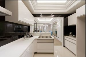 2017 New Design High Glossy Home Furniture Kitchen Cabinet Yb1709399 pictures & photos