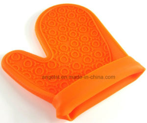 Short Silicone BBQ Glove Silicone Grilling Glove for Holiday Sg06 pictures & photos
