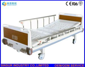 Hospital Furniture Manual Double Crank Aluminum-Alloy Guardrail Medical Nursing Bed/Beds pictures & photos
