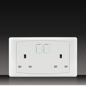 13A 250V British Switch Socket (DK132) pictures & photos