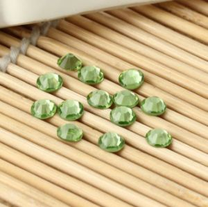 Peridot Flat Bottom Silver Foil Crystal Glass Rhinestone (FB-ss16 peridot) pictures & photos