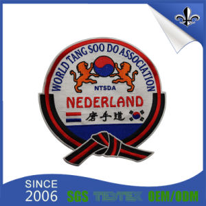 Custom Wholesale Woven Label/Woven Badge for Clothing and Shoes pictures & photos