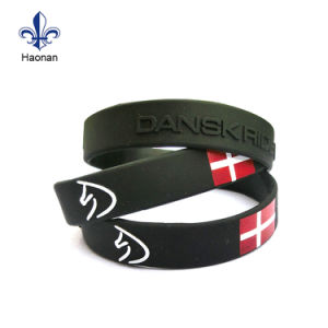 Silk Screen Printing Custom Your Logo on Silicone Wristband pictures & photos