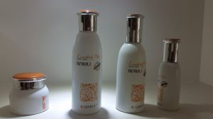 New Design White Cosmetic Glass Bottle Popular in North Europe pictures & photos