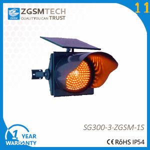 LED Solar Powered Yellow Flashing Warning Traffic Light pictures & photos