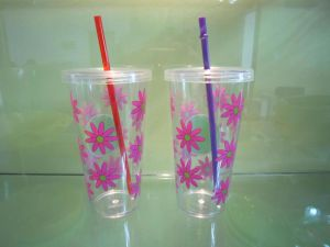 Custom Single Wall Plastic Cup with Straw pictures & photos