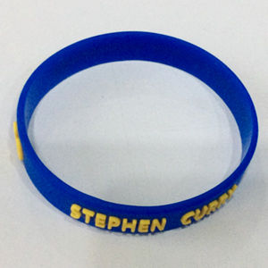 Professional Custom Embossed Name Silicone Wristband Promotion Gift pictures & photos
