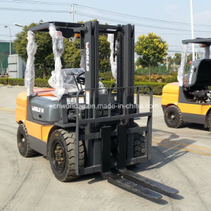 4 Tons Wheel Forklift with Diesel Engine pictures & photos