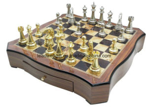 Luxury High Gloss Wooden Chess Set pictures & photos