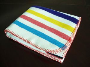 Stripe Design Printing Anti-Pilling Fleece Overlocked Blanket on Sofa pictures & photos