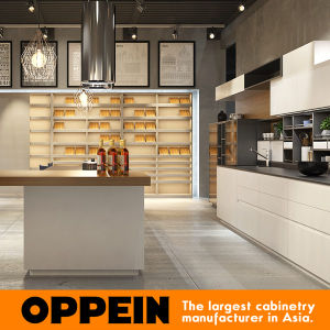 Guangzhou Canton Fair Modern Milan Style Kitchen Cabinets with Island (OP16-L24) pictures & photos