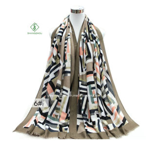 Geometric Style Shawl Printed Satin Fashion Lady Scarf Factory pictures & photos