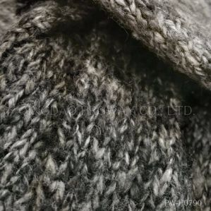 a MID Gauge Brush Yarn with Cotton Suitable for Ladies′ Sweaters pictures & photos