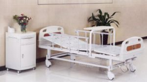 Medical Bed, Two Cranks Manual with Rolling Dining Table (XH-B-13) pictures & photos