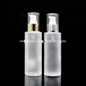 Wholesale Empty 100ml 120ml 150ml Frosted Glass Bottle for Cosmetic with Spray Pump Stock pictures & photos