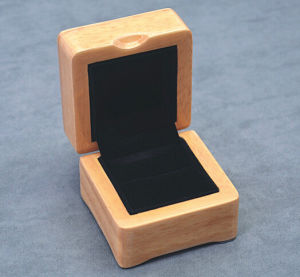 Customized Wooden Trinket Display Box (JB-037) pictures & photos