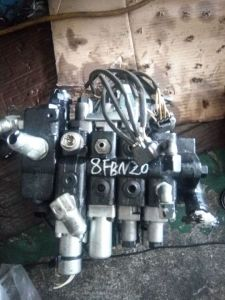 Toyota 7fbef10/18/20/25 Multi-Way Valve for Forklift pictures & photos