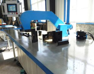 CNC Busbar Copper/ Aluminum Bending Machine pictures & photos