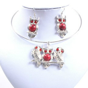 Owl with Red Stone, Beautiful Lady Necklace Set (XJW12592) pictures & photos