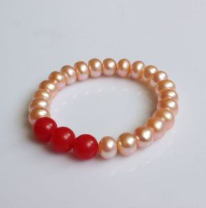 Natural Freshwater Pearl with Red Agate Stretched Bracelet (EB1576) pictures & photos