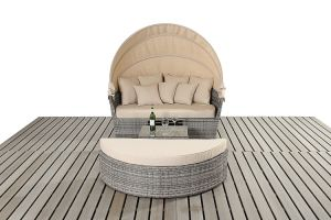 Beautiful and Comfortable New Design PE Rattan Outdoor Large Daybed pictures & photos