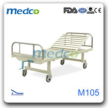 Single Crank Manual Hospital Bed Used for Patients pictures & photos