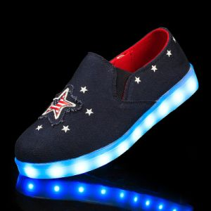 Fashionable Leisure Canvas Shoes and LED Shoes with 7 LED Lights in Stars pictures & photos