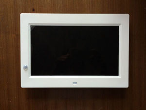 10 Inch Montion Sensor Digital Photo Frame pictures & photos