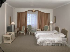 Double Standard Bedroom Furniture/European Style Double Bedroom Furniture/Star Hotel Double Guest Room Furniture (GLB-0000) pictures & photos