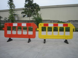 Road Safety Plastic Road Barrier (S-1644) pictures & photos