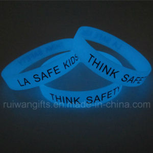 China Supplier Fluorescent Glowing Silicone Wristband (SIB048) pictures & photos