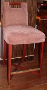 Bar Chair/Hotel Bar Area Furniture/Bar Table and Bar Stool (GLB-002) pictures & photos