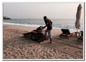 5.5HP Walk Behind Beach Cleaner for Sale pictures & photos