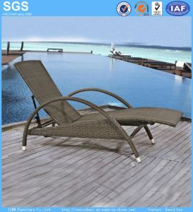 Resort Hotel Wicker Furniture PE Rattan Sun Lounger pictures & photos