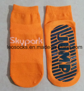 Anti Slip Trampoline Jump Socks Non Slip Yoga Pilates Socks pictures & photos