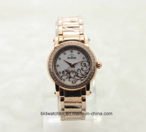 Luxury Women′s Crystal Stainless Steel Chain Watch with Quartz Movement pictures & photos