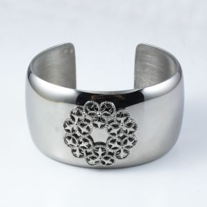 High Quality Custom Logo Stainless Steel Cuff Bracelet pictures & photos