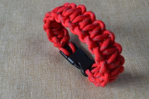 High Quality Best Price Paracord Survival Bracelets pictures & photos