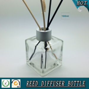 100ml Square Glass Aroma Oil Bottle with Reed Screw Cap pictures & photos
