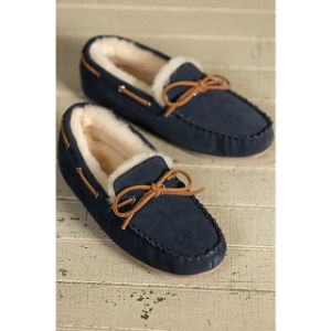 Bowknot Design Men′s Moccasin Sheepskin Slippers pictures & photos