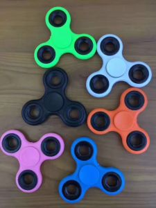 Wholesale Fidge Hand Spinner Gift Dancing in The Hand pictures & photos