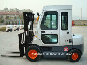 2.5 Ton Diesel Forklift Truck with Cab pictures & photos