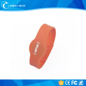 China Cheap Fitness Custom NFC RFID Silicone Wristbands pictures & photos