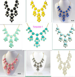 Fashion Beautiful Resin Necklace Jewelry (XL5401)