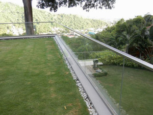 Frameless Tempered Glass Railing with Embedded Aluminum U Base Channel for Balcony pictures & photos