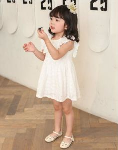 Summer Lovely Lace Pure White Sleeveless Little Gril′s Dress pictures & photos