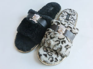 Ladies Indoor Nice Soft Slipper for Winter with Open Toe pictures & photos