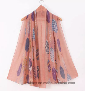 OEM Winter Collection Polyester Printed Lady Scarf with Feather Design (HWBPS023) pictures & photos