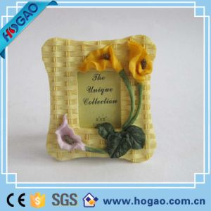 Polyresin Picture Frame One Yellow Flower on Side pictures & photos